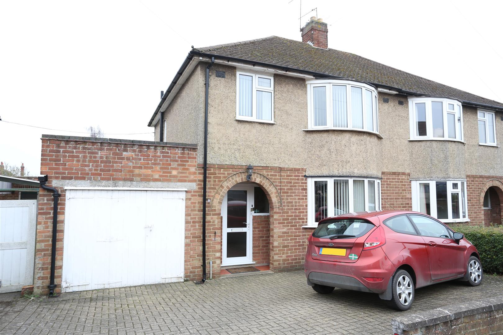3 Bedrooms Semi Detached House for sale in Western Way, Wellingborough
